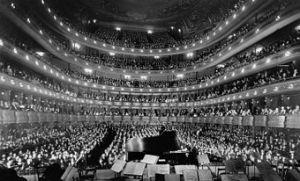 340px-Metropolitan_Opera_House_a_concert_by_pianist_Josef_Hofmann_-_NARA_541890_-_Edit